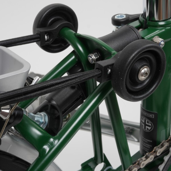 Brompton Faltrad H6RD in Racing Green Freisteller mit Zoom auf die Easy Wheels
